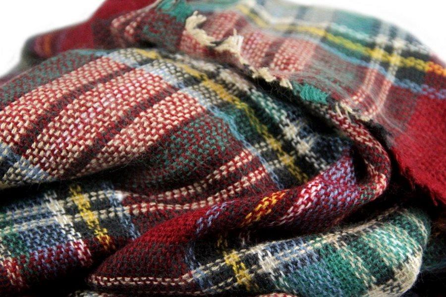 echarpe plaid carreaux cossais l 39 accessoire mode pour cet hiver. Black Bedroom Furniture Sets. Home Design Ideas